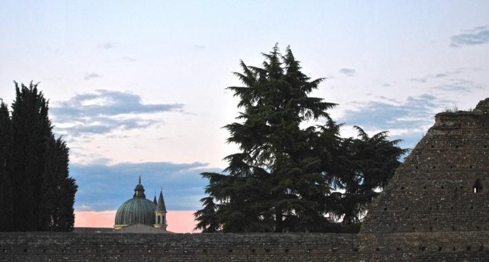 Cupola del Duomo vista dal Castello scaligero. Villafranca di Verona