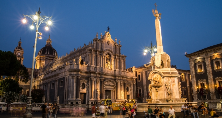 Catania, la Fontana dell'Elefante e il Duomo