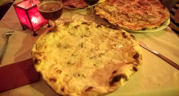 Pizza ai 5 formaggi della Pizzeria Desiderio
