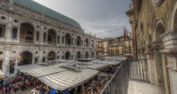 """Piazza dei Signori in a """"market"""" day"""