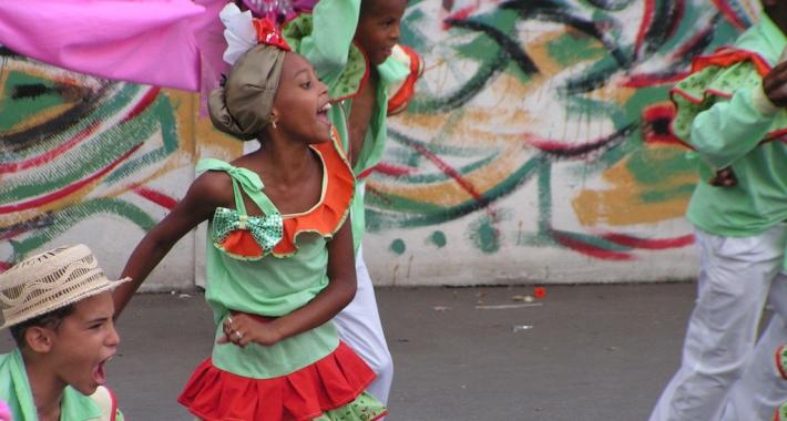 Bambini al Carnevale di Santiago de Cuba