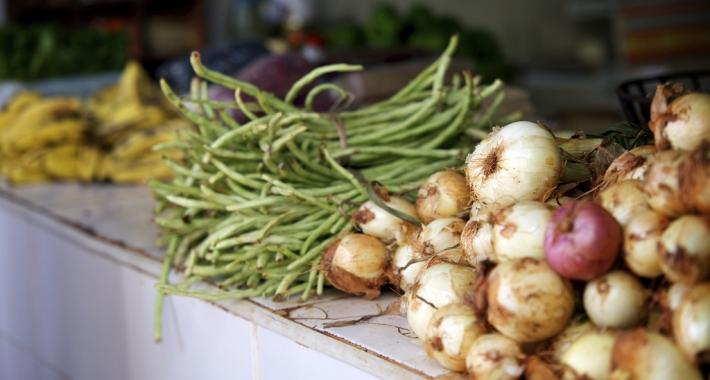 Frutta e verdura in vendita al mercato. Cuba,