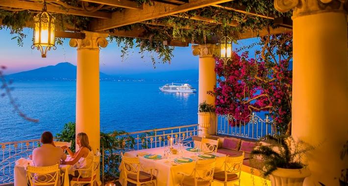 Risultati immagini per Foto Cena a Sorrento davanti al mare