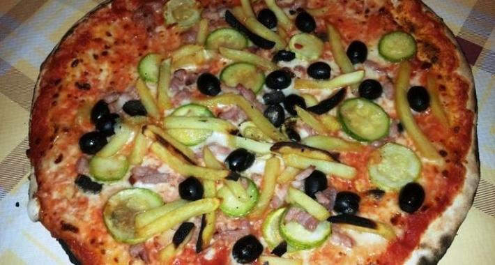 Pizza olive e zucchine
