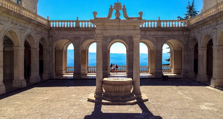 Chiostro del Bramante, Abbazia di Montecassino