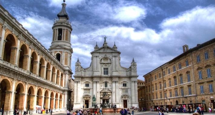 Loreto, Piazza della Basilica