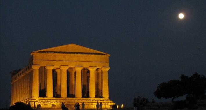 Tempio della Concordia al chiaror di luna