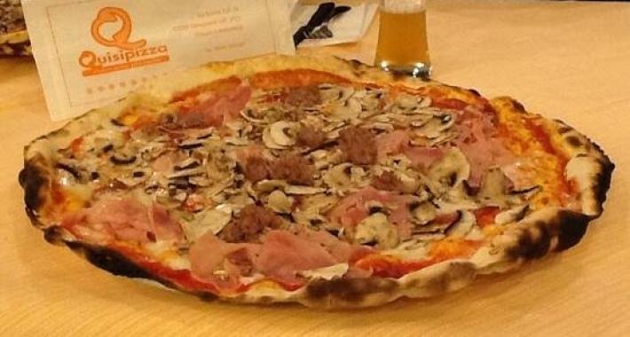 Pizza a prosciutto funghi e salsiccia