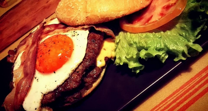 Double Egg Burger da Pizza-Burger di Bertinoro