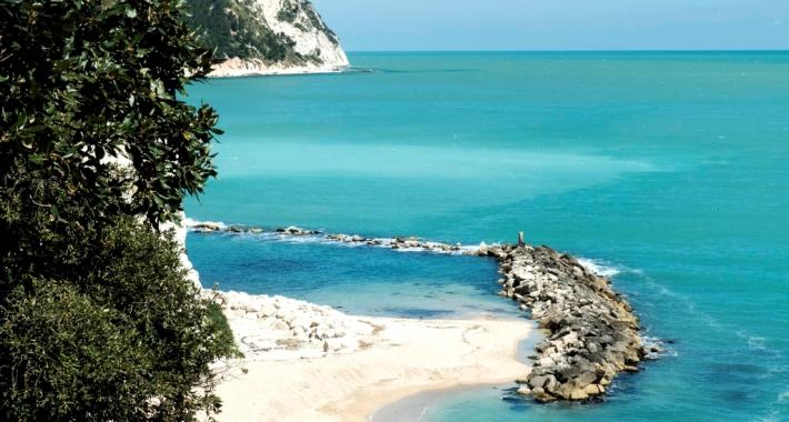 Sirolo, la spiaggia incontaminata
