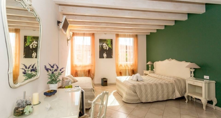 Weekend romantico a sirmione weekend in bed and breakfast - Mobili decapati bianchi ...