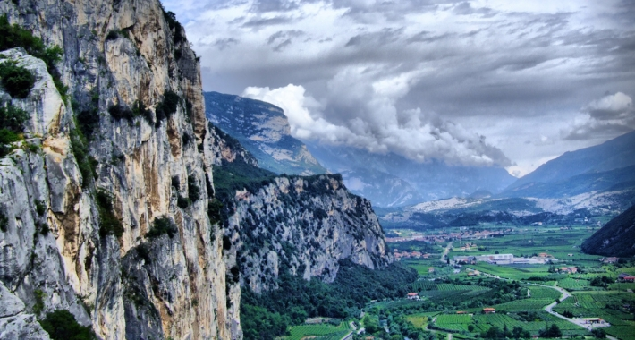 La valle attorno a Riva del Garda