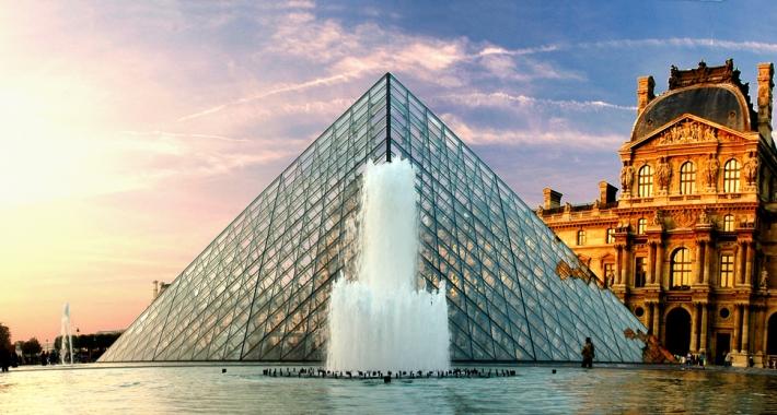 La Piramide del Louvre, Parigi, Francia