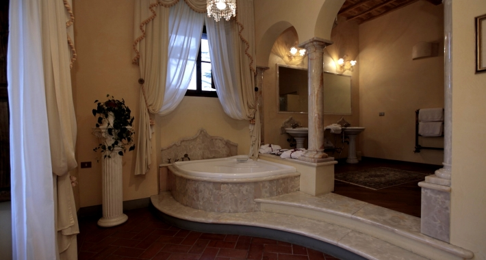 Weekend romantico in toscana in villa con idromassaggio weekend romantico - Vasca in camera ...