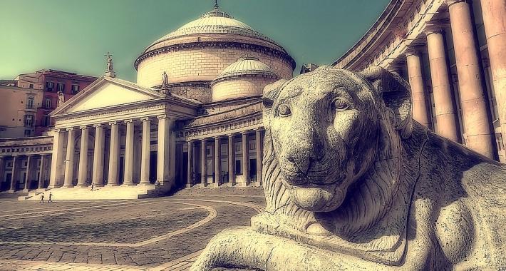Scorcio di Piazza del Plebiscito a Napoli
