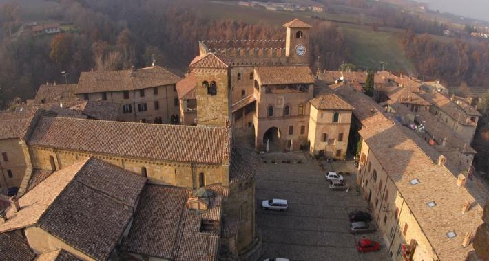 La piazza del Municipio di Castell'Arquato