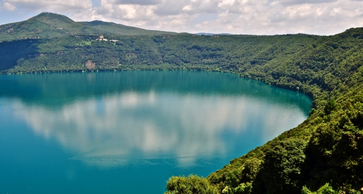 Veduta del Lago di Albano da Castel Gandolfo