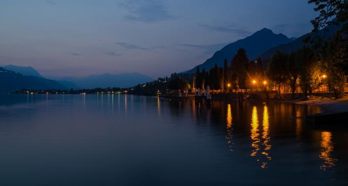 Lago di Como di notte